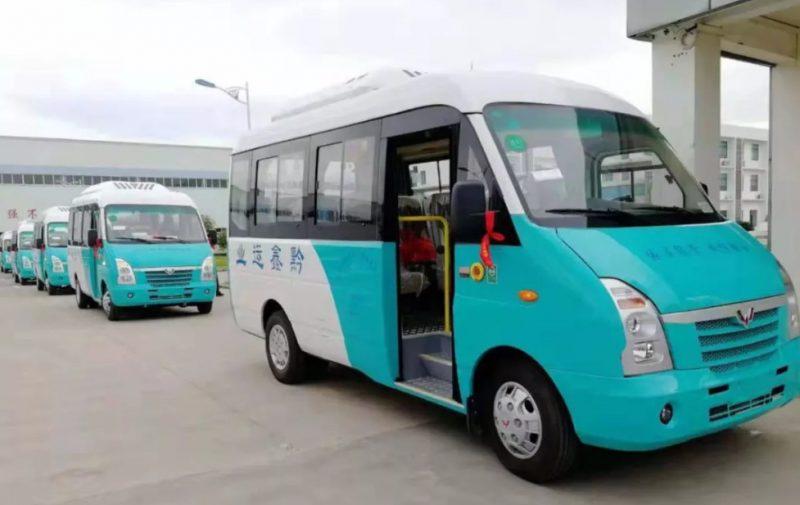 五菱村村通公交车