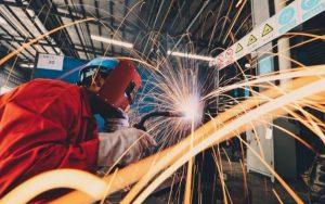 桂林焊工招聘信息,桂林临桂焊工招聘,2020桂林永福最新焊工招聘,五险,包吃,节日福利,桂林哪里可以学电焊